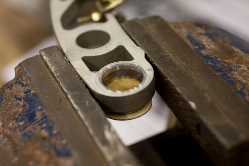 Removing the throttle pivot bearing